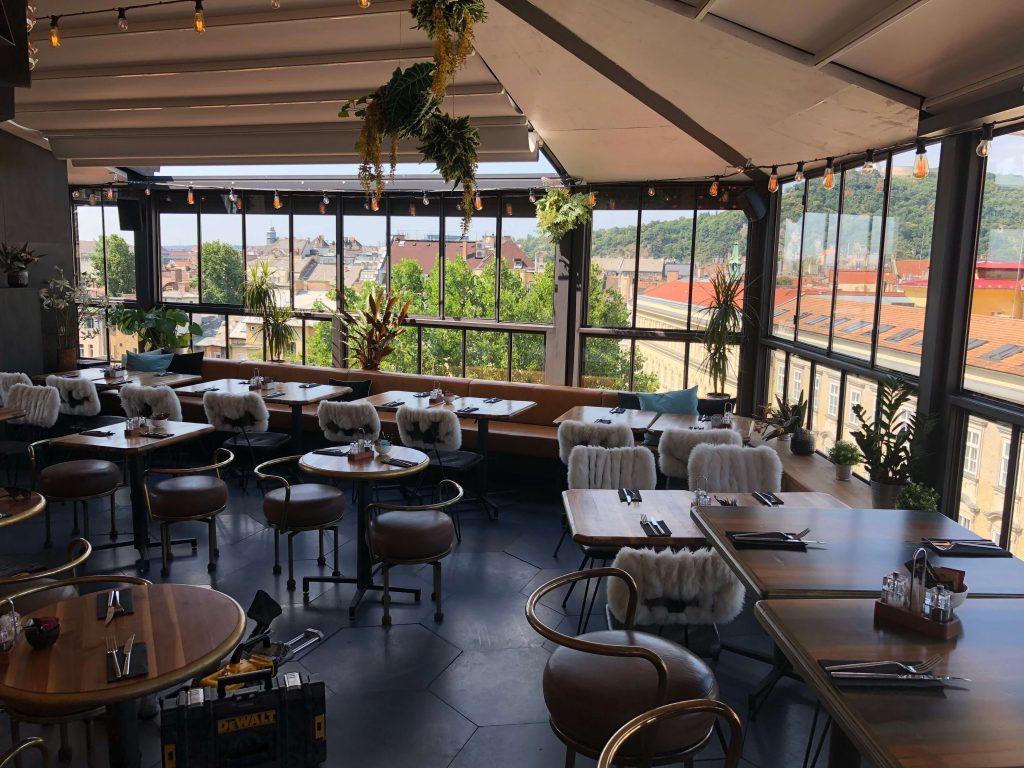 Étterem terasz árnyékolás pergolával